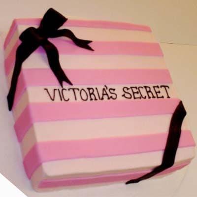 i-quiero.com - Victoria secret 06 - Codigo:VSS06 - Detalles: Deliciosa torta de keke De Vainilla  ba�ada con manjar blanco y forrada con masa elastica con medidas de 20 x 20 cm - - Para mayores informes llamenos al Telf: 225-5120 o 476-0753.