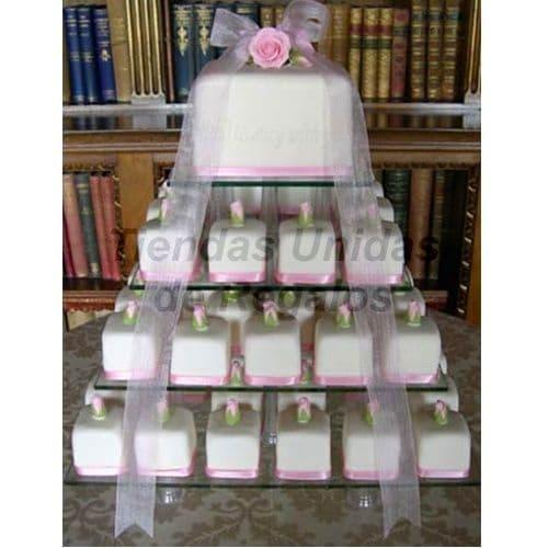 Tortas.com.pe - TORTA MUFFIN 01 - Codigo:WAM01 - Detalles: Torta de cuatro niveles a base de mini-tortas. Compuesta por 70 mini-tortas de 6x6 cm,  decoradas con masa el�stica y un delicioso queque De Vainilla de 10x10 cm decorado con cinta organza.  - - Para mayores informes llamenos al Telf: 225-5120 o 476-0753.