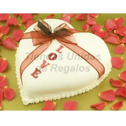 i-quiero.com - Torta Corazon 02 - Codigo:WCO02 - Detalles: Deliciosa torta hecho a base de queque De Vainilla,    y manjar.  Med. 23 Cmt de diametro, rinde aprox. para 12 porciones.   Las tortas de esta categor�a deber�n solicitarse y cancelarse con un m�nimo de 5 d�as �tiles. Tortas.com.pe puede prepara para Ud. la torta en menor tiempo, pero deber� coordinarse previamente a nuestra central telef�nica.  La base esta considerada en tecnopor forrado con papel aluminio, las fotos de las bases son solo referenciales, si el cliente desea otro tipo de base como por ejm: masa el�stica, con blondas o de otro material deber� solicitarlo previamente a nuestro call center al 225-5120 o 403-5246.  - - Para mayores informes llamenos al Telf: 225-5120 o 476-0753.