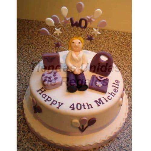 Torta Dama 28 - Codigo:WDA28 - Detalles: Delicioso queque De Vainilla   y  decorado finamente con masa elastica. Medidas  20cm de diamtro.  Incluye mu�eca modelada y  accesorios. - - Para mayores informes llamenos al Telf: 225-5120 o 4760-753.