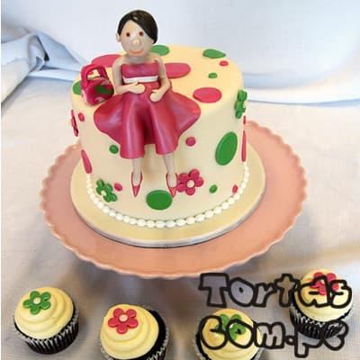 i-quiero.com - Torta Mam� enbarazada 06 - Codigo:WME06 - Detalles: Elegante Torta hecho a base de queque De Vainilla   y , hecho finamente con masa el�stica, lleva consigo una Mam� embarazada sentada encima de la torta modelada  a base de masa el�stica, MED. 15cmt de di�metro o cuadrada seg�n stock, incluye 4 muffins - - Para mayores informes llamenos al Telf: 225-5120 o 476-0753.