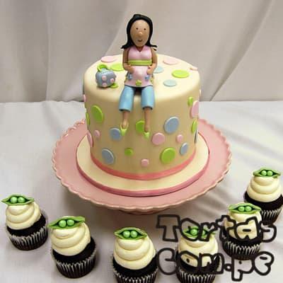 i-quiero.com - Torta Mam� Enbarazada 07 - Codigo:WME07 - Detalles: Elegante Torta hecho a base de queque De Vainilla   y , hecho finamente con masa el�stica, lleva consigo una Mam� embarazada sentada encima de la torta modelada  a base de masa el�stica, MED. 15cmt de di�metro o cuadrada seg�n stock, incluye 6 muffins - - Para mayores informes llamenos al Telf: 225-5120 o 476-0753.