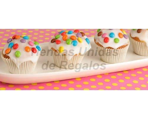 Desayunosperu.com - Muffin Art�stico 15 - Codigo:WMF15 - Detalles: 4 muffins de vainilla decorados con  masa elastica y lentejas. - - Para mayores informes llamenos al Telf: 225-5120 o 476-0753.