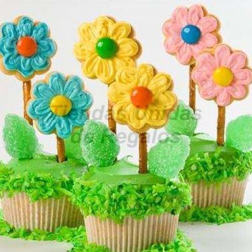 Desayunosperu.com - Muffins Art�sticos con Flores de Chocolate - Codigo:WMF51 - Detalles: Lindos Muffins art�sticos decorados cada uno con su flor de chocolate, el regalo incluye 6 unidades, se deben solicitar con un m�nimo de 48 horas de anticipaci�n. Tiendas Unidas de Regalos atiende pedidos urgentes previamente coordinados con nuestro call center. - - Para mayores informes llamenos al Telf: 225-5120 o 476-0753.