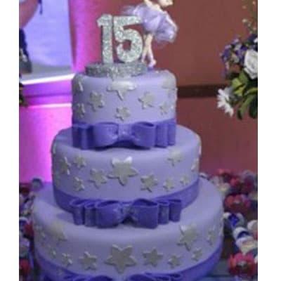 Torta quincea�era 33 - Codigo:WQC33 - Detalles: Deliciosa torta de keke De Vainilla   , ba�ada con manjar blanco y forrada con masa elastica con las siguientes medidas: 1er piso de 25cm de di�metro, 2do piso de 20cm de di�metro, 3er piso de 15cm de di�metro, dise�o seg�n imagen, incluye n�mero modelado con masa el�stica no comestible, no incluye mu�eca - - Para mayores informes llamenos al Telf: 225-5120 o 4760-753.