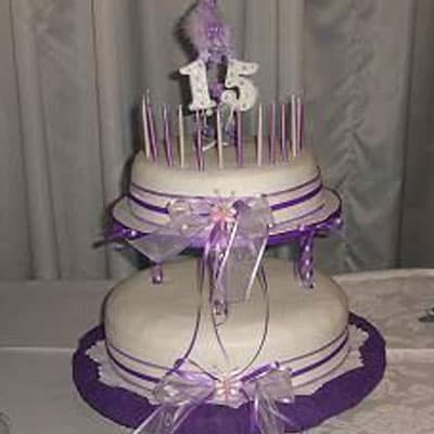 Torta quincea�era 36 - Codigo:WQC36 - Detalles: Deliciosa torta de keke De Vainilla   , ba�ada con manjar blanco y forrada con masa elastica con las siguientes medidas: 1er piso de 25cm de di�metro, 2do piso de 20cm de di�metro, incluye lazos y n�mero 15, no incluye velas, incluye estructura forrada en tela - - Para mayores informes llamenos al Telf: 225-5120 o 4760-753.
