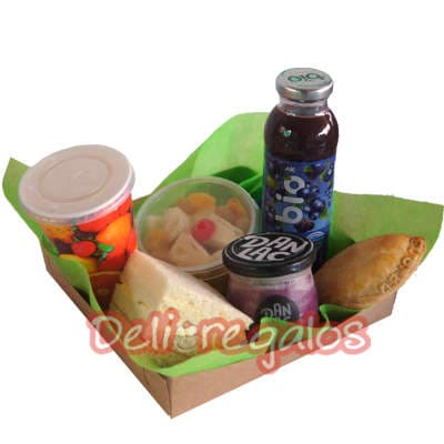 grameco.com - Merienda, incluye Jugo de Aranano, Empanada gourmet, triple especial, yogurt de frutas naturales, ensalada de frutas, todo en una elgente caja de carton 100% biodegradable. - Atendemos 24 horas. Llamar al 225-5120 o via Whatsapp: 980-660044