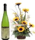 Vino Tacama Blanco Especial y Arreglo de Girasoles | Rosas Delivery - Cod:LIC07